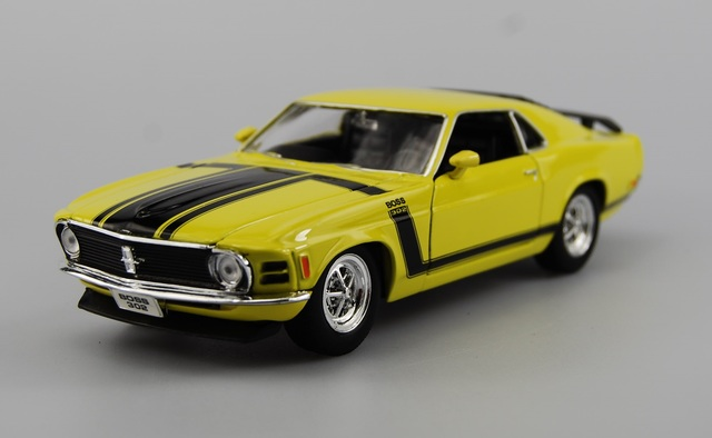 WELLY 1970 FORD MUSTANG BOSS 302 YELLOW 1:34 DIE CAST METAL MODEL NEW IN BOX
